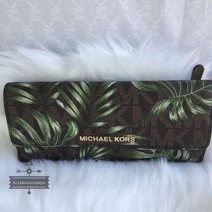 152fcc6e5cd141 Michael Kors Bags - Michael Kors Jet set flat olive brown palm wallet